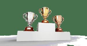 trophées sur un podium