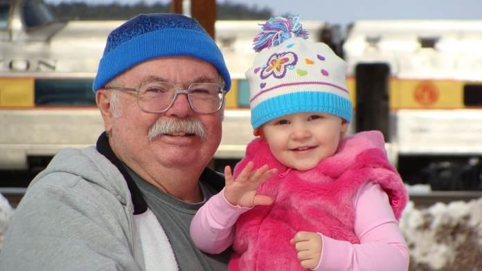 Grand père et sa petite-fille