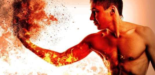 homme avec le poing en feu