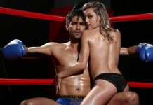 Un couple sexy sur un ring