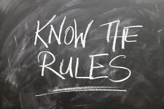"""Tableau noir avec """"know the rules"""""""