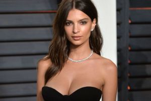 Emily Ratajkowski show off the engagement ring to her followers