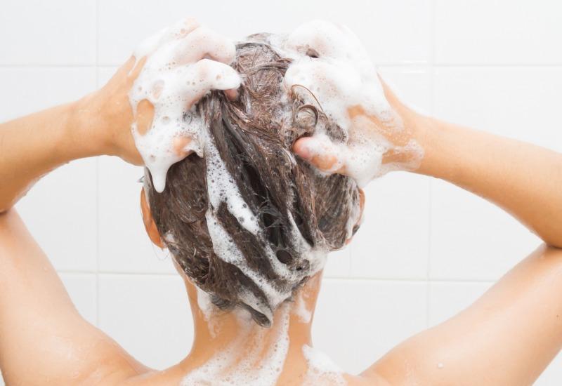 grattare i capelli