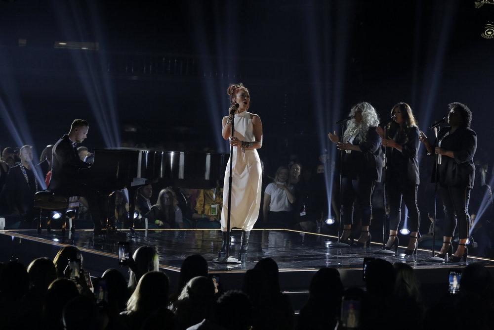 "Lauren Daigle Stuns With ""You Say"" Performance At Billboard Music Awards"