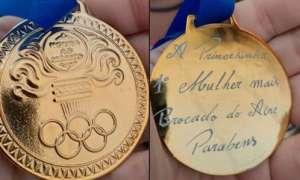 Pizzaria oferece medalha para mulher que conseguir comer 20 fatias