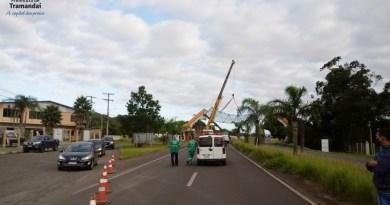 Prefeitura realiza remoção do Pórtico de Entrada de Tramandaí para manutenção