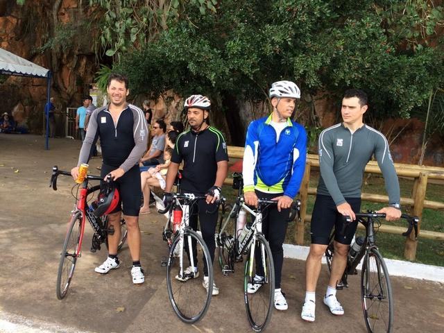 Ciclistas de Presidente Olegário pedalam em romaria até cidade de Vazante