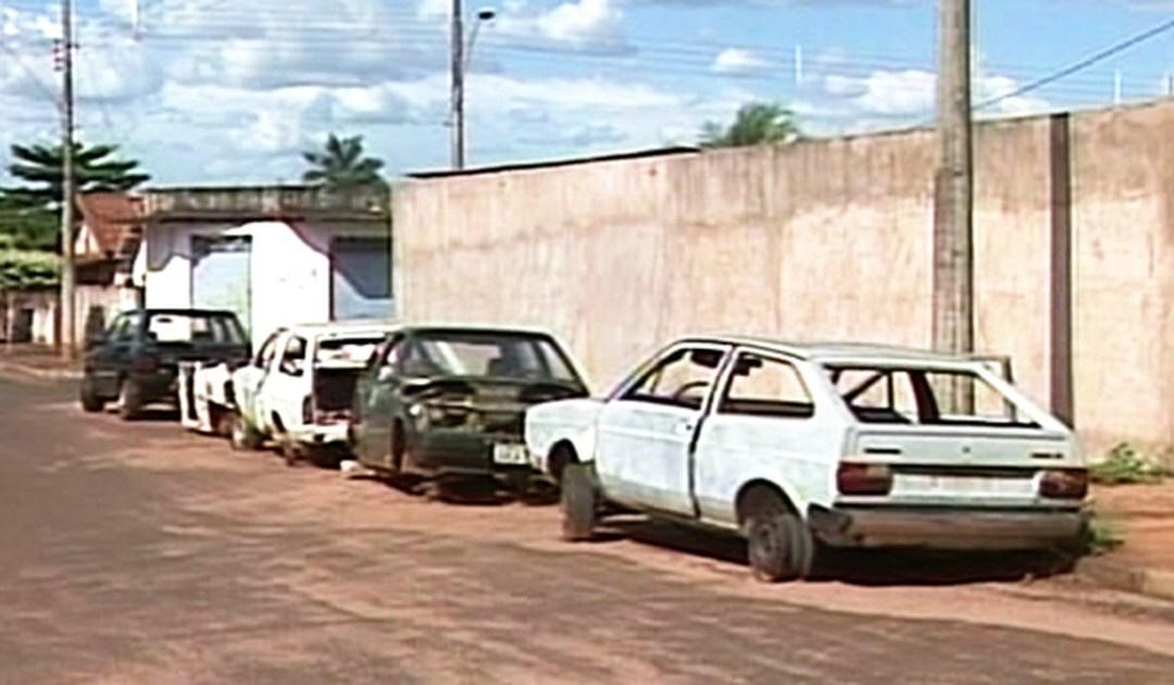 Veículos abandonados nas vias públicas de Vazante serão removidos ao pátio da Polícia Civil