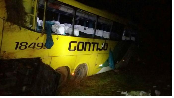 Passageiros morrem após ônibus da empresa Gontijo capotar e cair em ribanceira