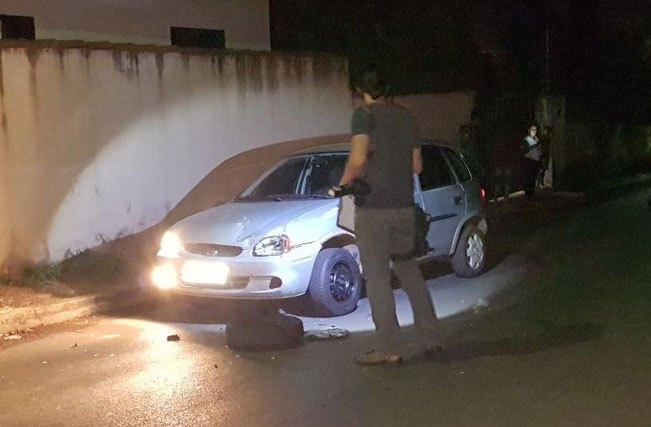 Jovem morre ao colidir com carro enquanto discute com outro motorista