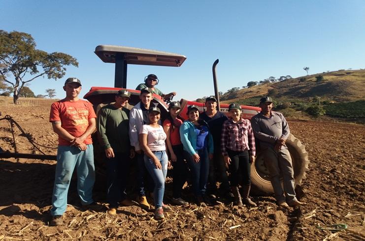 Senar capacita produtores rurais para operação de trator em Serra do Salitre