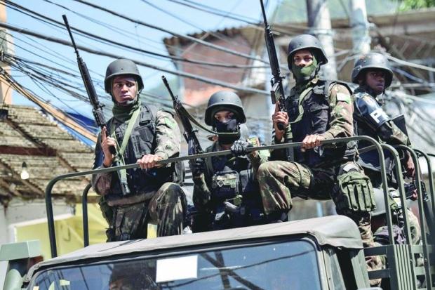 PREOCUPANTE: Apoio a governo militar é maior entre os brasileiros