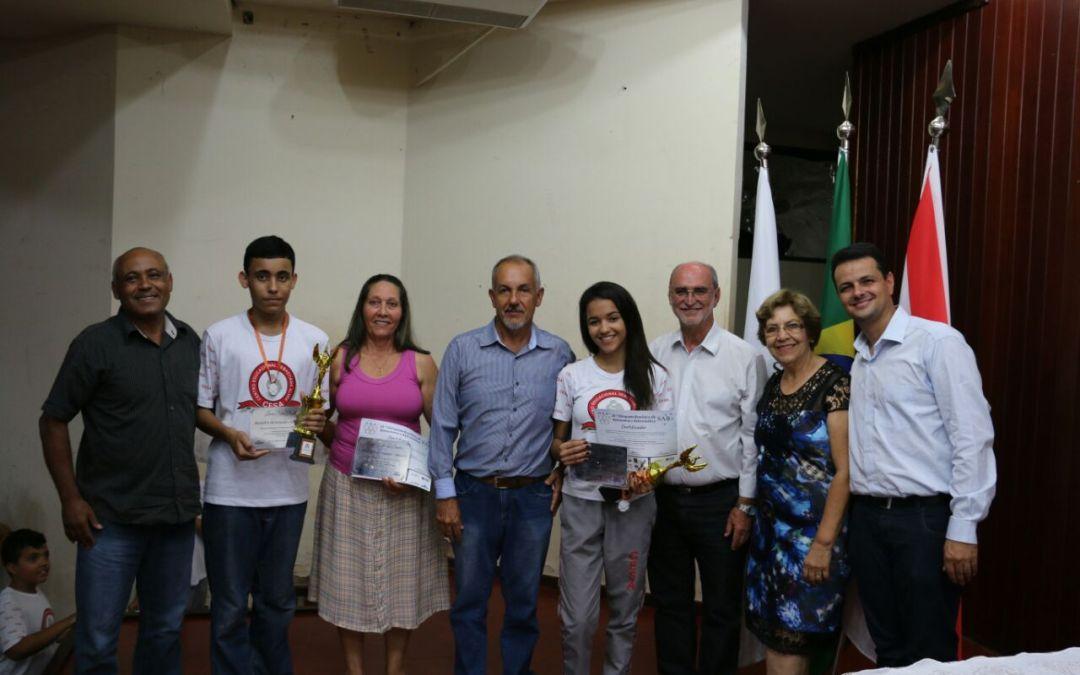 Com presença do prefeito, alunos do CESA recebem medalhas da Olimpíada Brasileira de Astronomia e Astronáutica