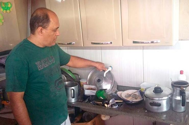 Há cinco dias sem água, moradores de Lagamar relatam dificuldades até para fazer comida