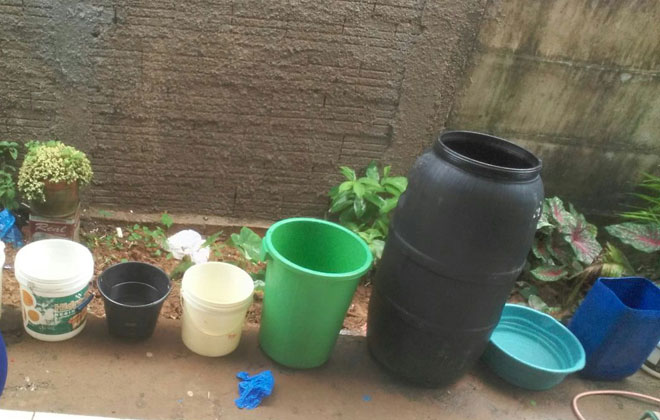 Sem água, moradores de Lagamar recorrem à chuva para fazer comida ou tomar banho