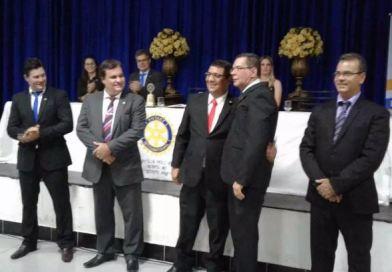 Rotary Club de Vazante dá posse a novos rotarianos e faz homenagem a Juiz da Comarca