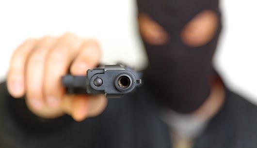 ASSALTO! Encapuzados e armados, 2 homens roubam carro em Morrinhos
