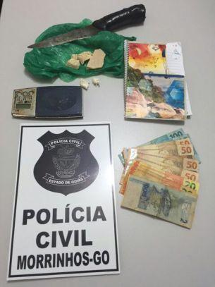 Objetos e dinheiro apreendidos com a Suspeita de tráfico
