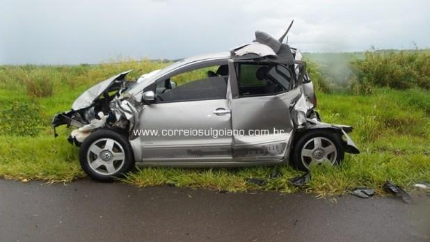 VW Fox ficou completamente destruído