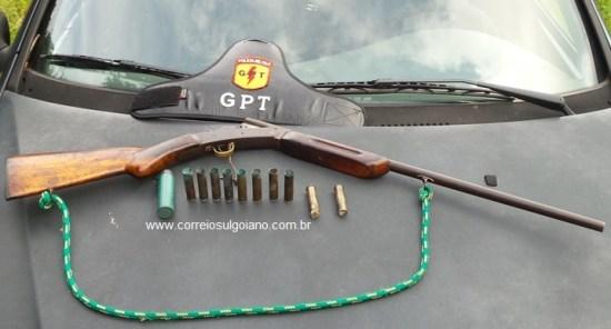 Arma apreendida na casa do suspeito