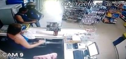 Ladrão rouba o cliente do mercado