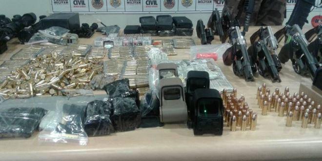 ARSENAL: Polícias apreendem armas, munições e drogas em Uberlândia, Minas Gerais