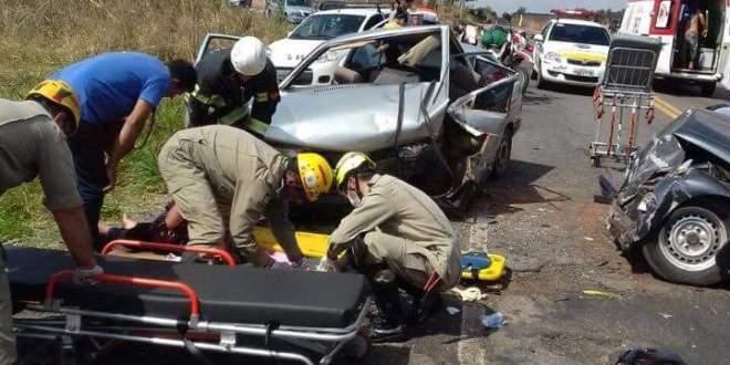 Grave acidente entre Gol e Fusca deixa cinco pessoas feridas na GO-213 entre Morrinhos e Caldas Novas