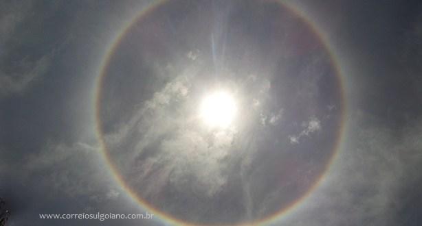 Halo Solar – Fenômeno chamou atenção em Morrinhos na quarta-feira, 12 de outubro. Dias seguirão quentes!