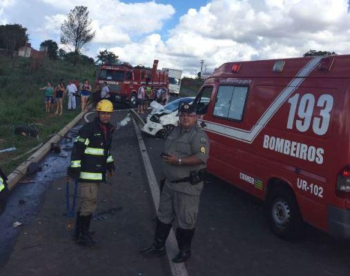 Pai e filho morrem em acidente na GO-213