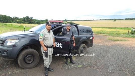 Policiais Militares buscam suspeitos de roubo de carro