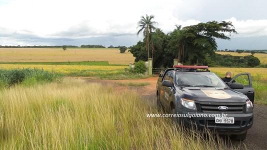 Policiais Militares encontram carro roubado