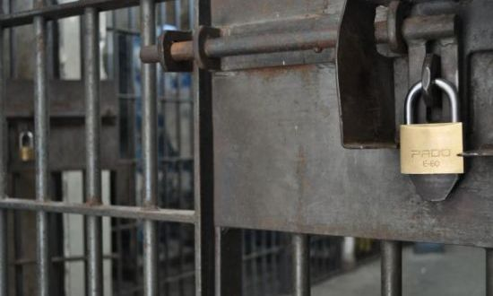 Falência do sistema prisional se evidencia com fugas, motins e super lotação em presídios goianos.