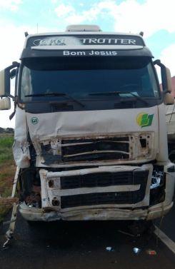 Carro x Caminhão - Mãe e filho morreram