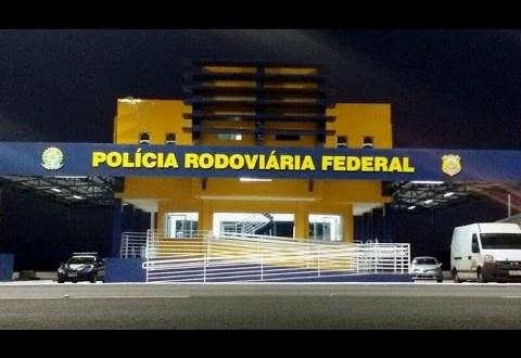 Criança de apenas 10 anos é flagrada pela PRF conduzindo moto na BR-153, em Morrinhos