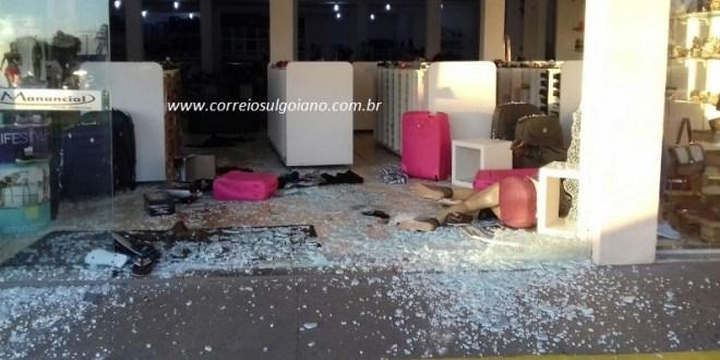 Gangue da marcha à ré inspira ataques em Morrinhos! Duas lojas foram furtadas em 7 dias, em ações parecidas