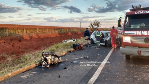 Motor do carro foi arrancado pelo impacto
