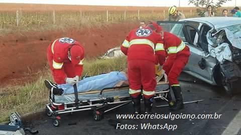 Bombeiros resgatam vítimas