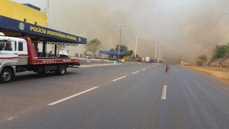 Fogo em pastagem em Itumbiara