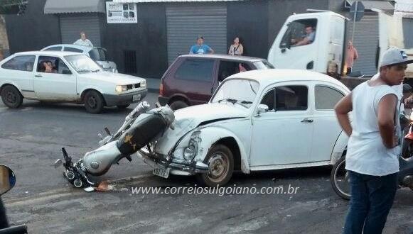 Carro x Moto! Colisão deixa motociclista com fraturas na face. Ele foi transferido para hospital em Goiânia!