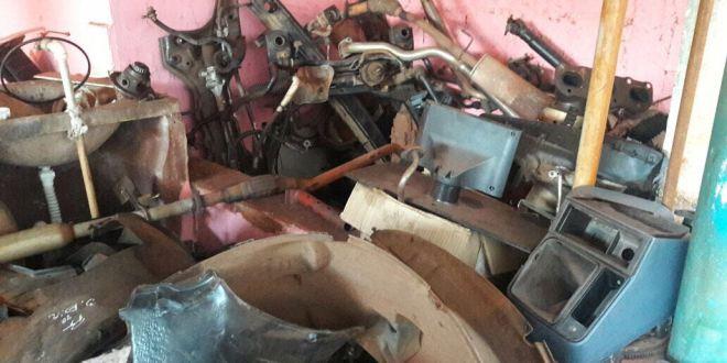 GEPATRI da Polícia Civil descobre desmonte de carros e recupera um veículo roubado em Itumbiara