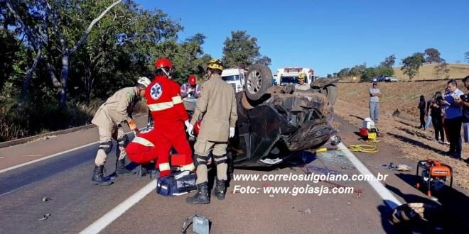 BR-153 – Acidente deixa jovem mulher gravemente ferida. Ela foi transferida de helicóptero para Goiânia