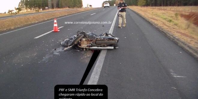 Motociclista morre na Sombra da Mata, na BR-153, Morrinhos, após colidir na traseira de uma carreta!