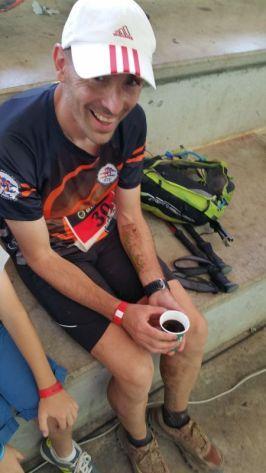 Ehunmilak. Tomando el último café en Mutiloa antes de partir hacia Beasain-1