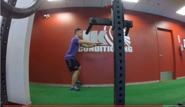 squat-agachamento-com-plano-elevado-na-parede