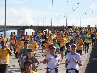 Corredores das Dez Milhas Garoto cruzam a Terceira Ponte, que liga Vitória e Vila Velha. Foto de divulgação