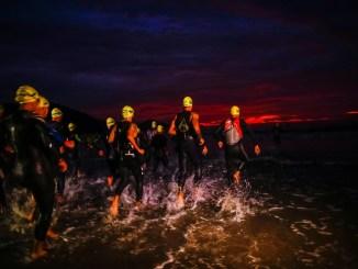 Ultratriatletas largam para mais uma edição da UB515, com 10km de natação, 421km de ciclismo e 84,4km de corrida. (Foto de Sandra Guedes)