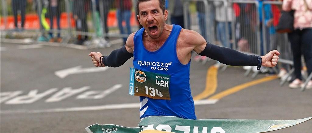 Alan Frank é o primeiro campeãos dos 42km da Rio do Rastro Marathon. (Foco Radical/Divulgação)