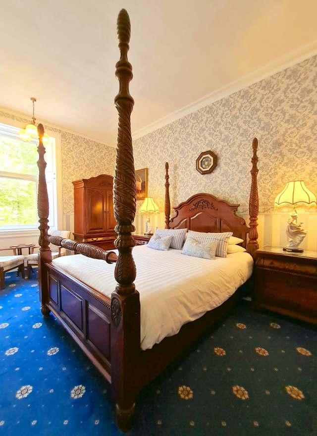corriemar house room 8