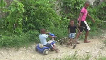 niños del poblado de Santa Isabel jugando 2015 (1)