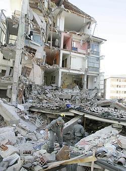 https://i0.wp.com/corrieredelveneto.corriere.it/Media/foto/2009/04/06/terremoto3--250x340.jpg